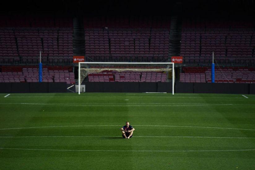 Il vuoto attorno a Iniesta è il vuoto di uno sport in fin divita